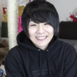マホト 笑顔
