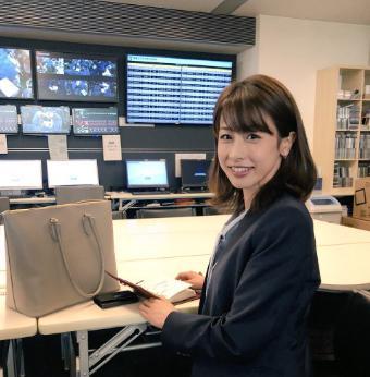 ブラックペアン加藤綾子 スーツ黒